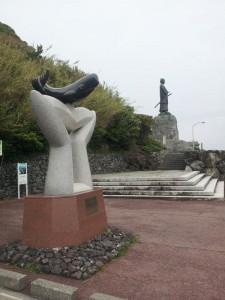 室戸岬 中岡慎太郎像とクジラ像