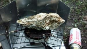 厚岸産の牡蠣を焼く