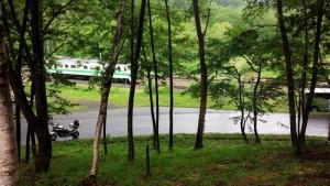 塩狩峠を駆け抜ける列車