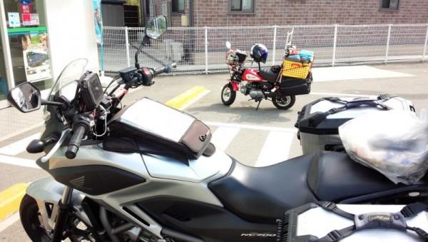 茨城県守谷市のモンキー乗りとコンビニで出会う