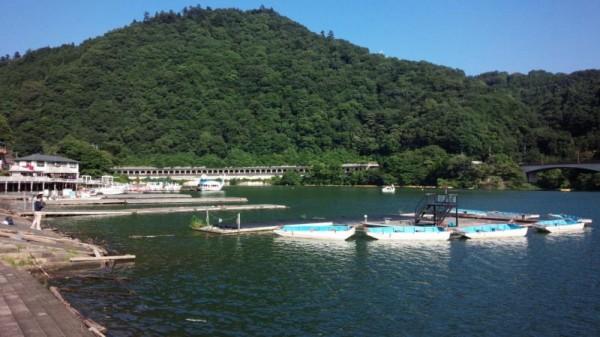 相模湖湖畔