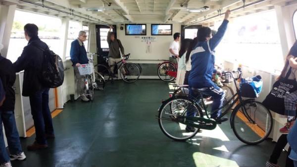 自転車が多い天保山渡船の船上