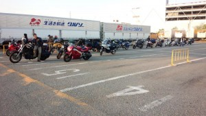 大阪南港フェリー乗り場バイク待機列