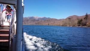 中禅寺湖の遊覧船の船上