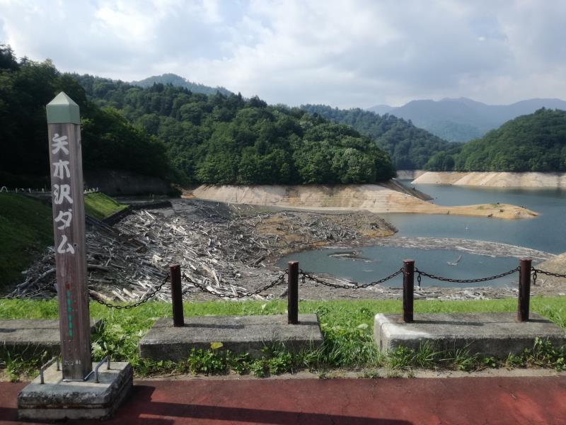 干上がった矢木沢ダム