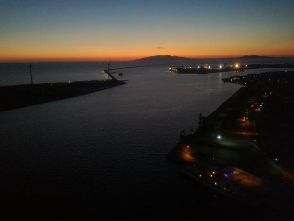 秋田港の夕暮れ(秋田港ポートタワーから)
