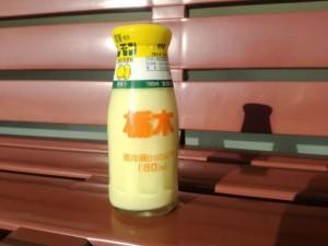 瓶のレモン牛乳