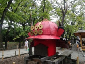上田城の兜のモニュメント