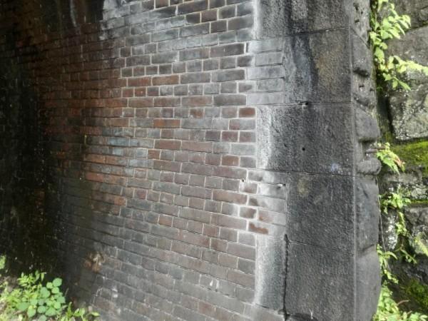 手積みレンガトンネル