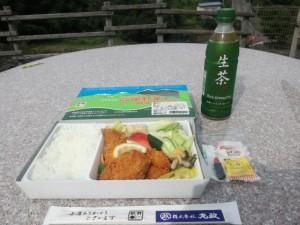【山梨県北杜市】 小淵沢駅 「高原野菜とカツの弁当」