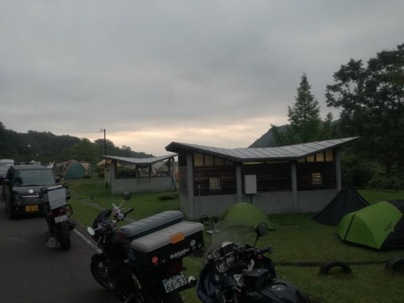 達居森と湖畔自然公園キャンプ場の朝