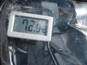 タンクバッグが温泉卵作りの適温に