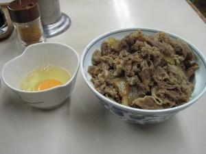 【東京都千代田区】 サンボ 「牛丼&生卵」