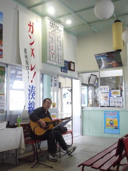「那珂湊駅 ミニコンサート」 (G1 M.ZUIKO DIGITAL 14-42mm F3.5-5.6)