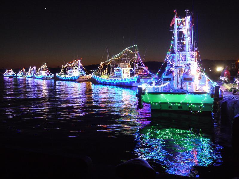 「大津港 バトゥ・ノエル クリスマスイルミネーションを施された漁船」 (G1 M.ZUIKO DIGITAL 14-42mm F3.5-5.6)