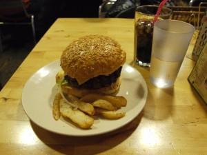 【神奈川県横須賀市】 横須賀ネイビーバーガーTSUNAMI 「チーズバーガー(regular)」