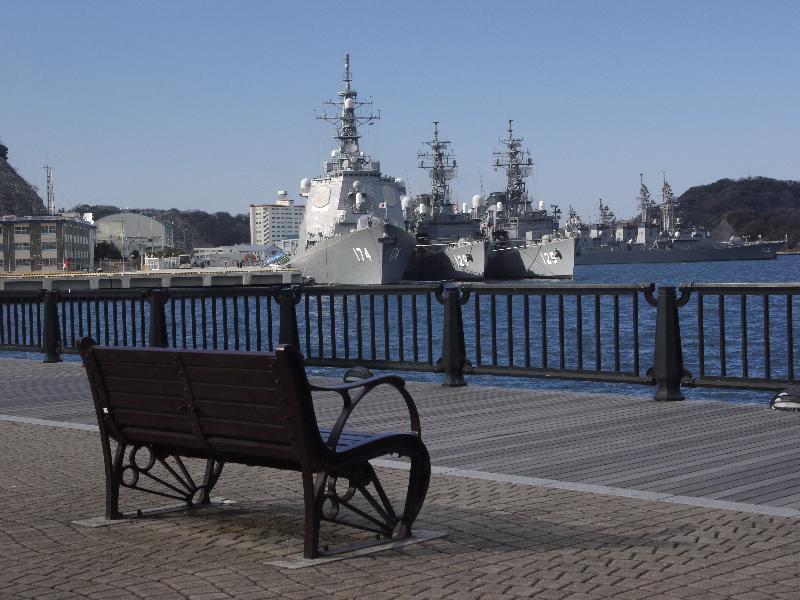 「横須賀軍港めぐり 臨海公園から望むイージス艦」 (G1 M.ZUIKO DIGITAL 14-42mm F3.5-5.6)