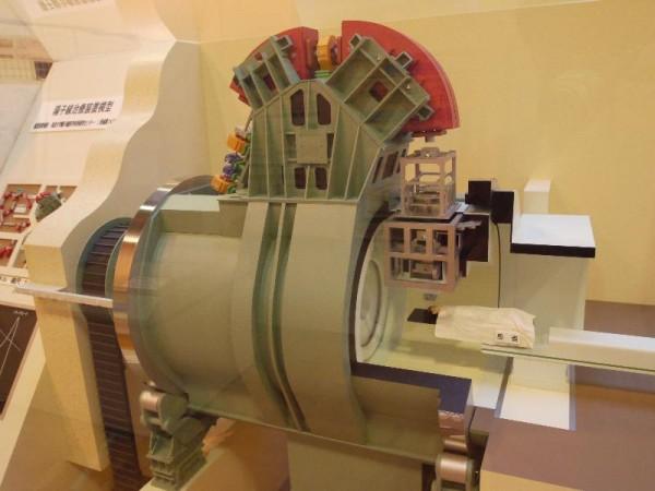 「陽子線治療装置模型」 (G1 M.ZUIKO DIGITAL 14-42mm F3.5-5.6)