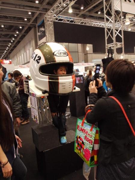 「巨大ヘルメット(Arai)」