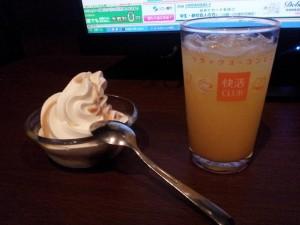 「快活クラブ会津若松店 ソフトクリームとオレンジジュース」