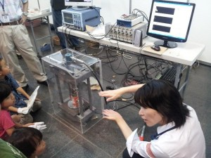 「岩石のテストピースを使った破壊前兆予測の実験」