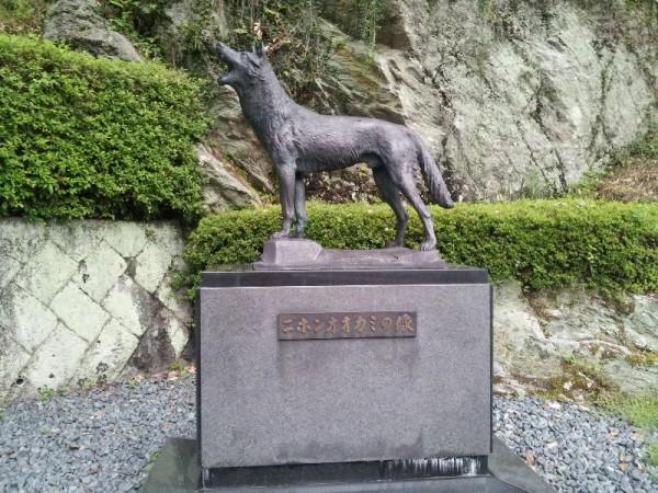 奈良県東吉野村 「ニホンオオカミ像」