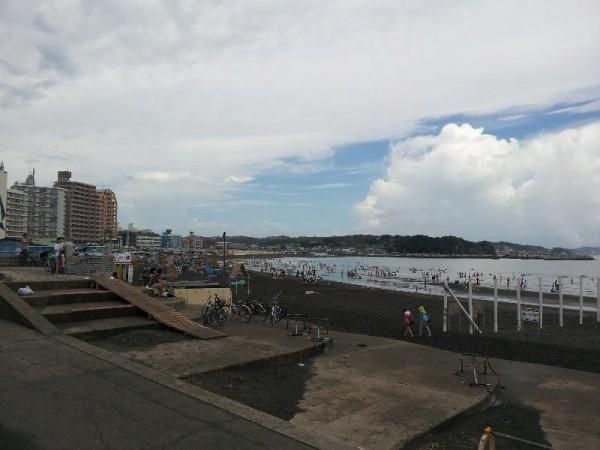 人出まばらな江ノ島海水浴場