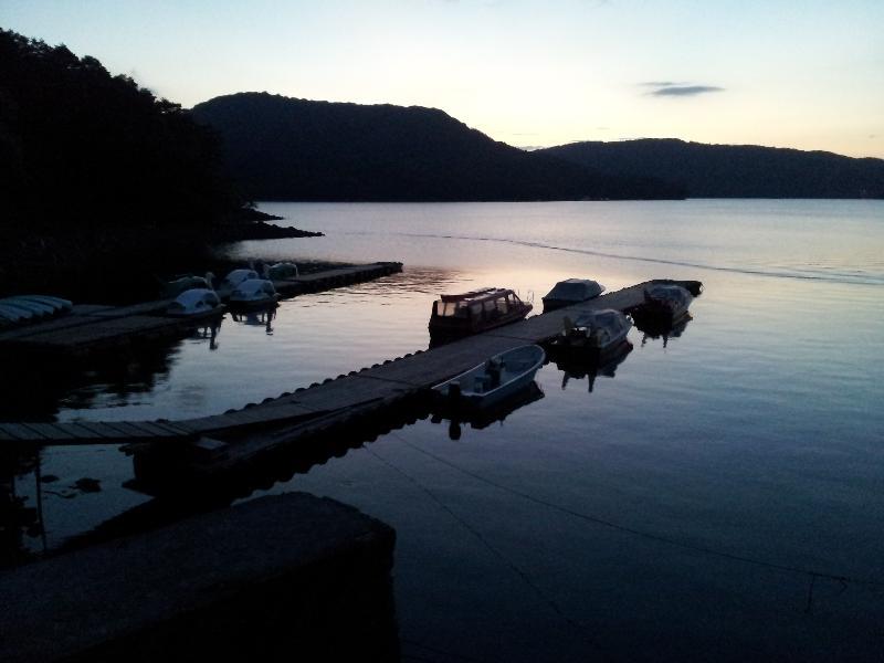「夕暮れ時の檜原湖」