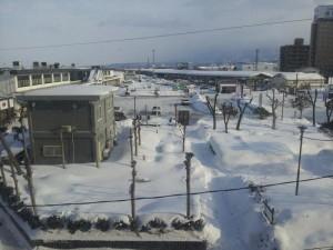 雪の会津若松駅前ロータリー