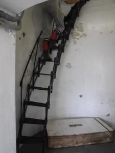 州崎灯台 ハシゴのような階段