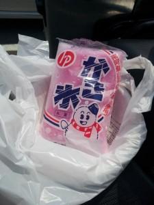 国道10号沿いのコンビニで噂の袋入りかき氷