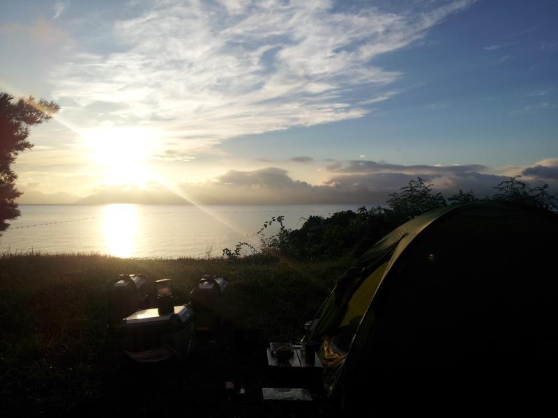 「崎川浜キャンプ場らしき場所」にて猪苗代湖の朝