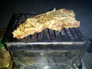 浄土平で300円の炭火焼きステーキ