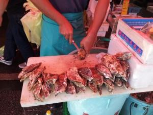 那珂湊おさかな市場の生牡蠣剥き