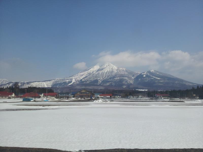 磐越西線から望む磐梯山