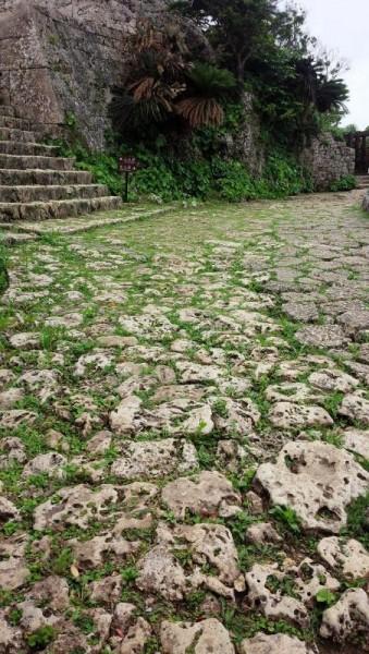中城城跡 琉球石灰岩の石畳