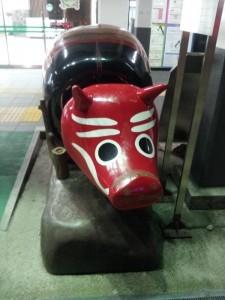 毎度お馴染み 会津若松駅の赤べこ