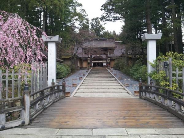 高野山金剛峯寺入り口