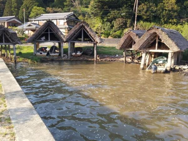 茅葺き屋根の舟屋