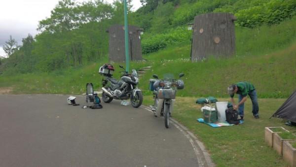 旭ヶ丘公園キャンプ場にて出発準備中