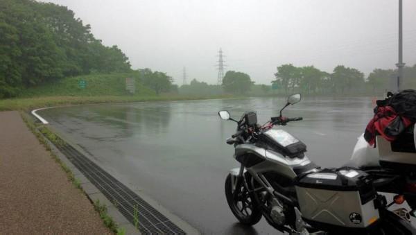 道央自動車道は雨