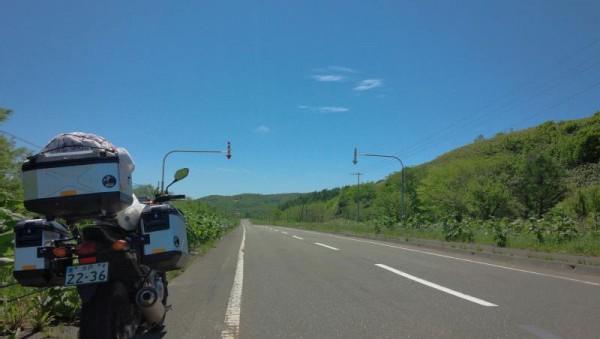 豊富温泉へ向かう途中の道道84号線にて青空