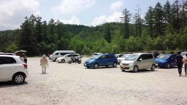 美瑛の青い池の駐車場