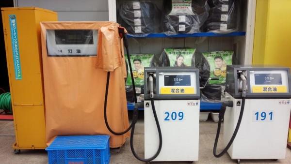 混合油の給油マシーン