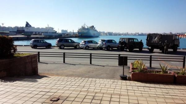 那覇新港から眺めるクルーズフェリー飛龍21