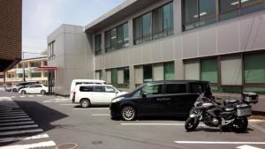 湯布院市役所にバイクを停めさせて頂いた