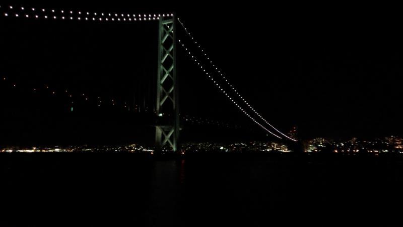 明石大橋を通過中