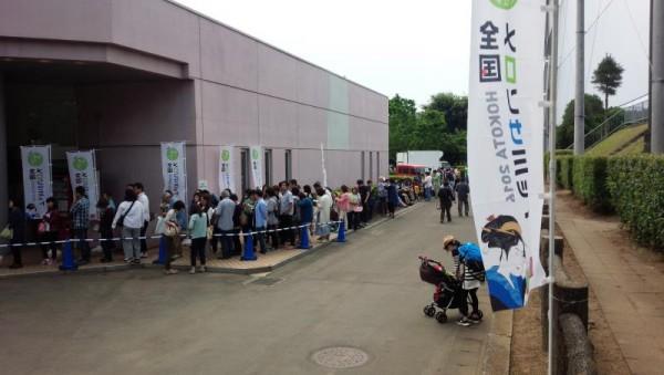 「全国メロンサミット in 鉾田」 屋内販売コーナーは大行列