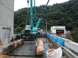 久慈市 滝ダム クレーン車