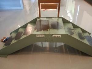 鉄の歴史館 「制振鋼板と普通鋼板」